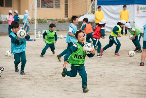 のべ500校・57万人を超える子どもが参加したサッカー教室